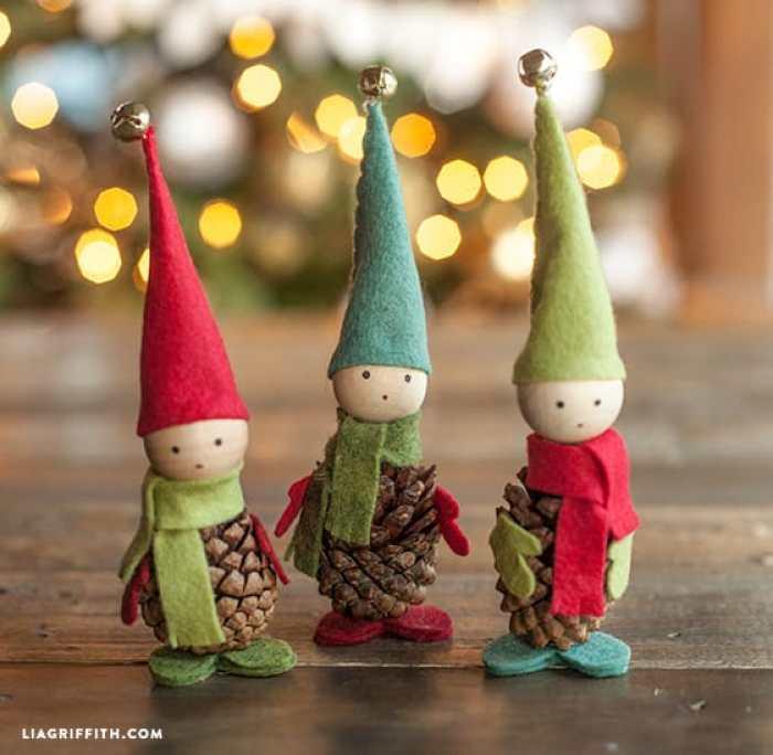 como hacer elfos navideos con pias de pino fieltro - Como Hacer Adornos De Navidad