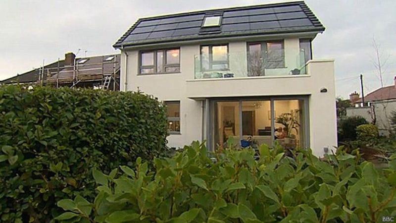 La casa que funciona con la misma energía que usa un foco de 40W