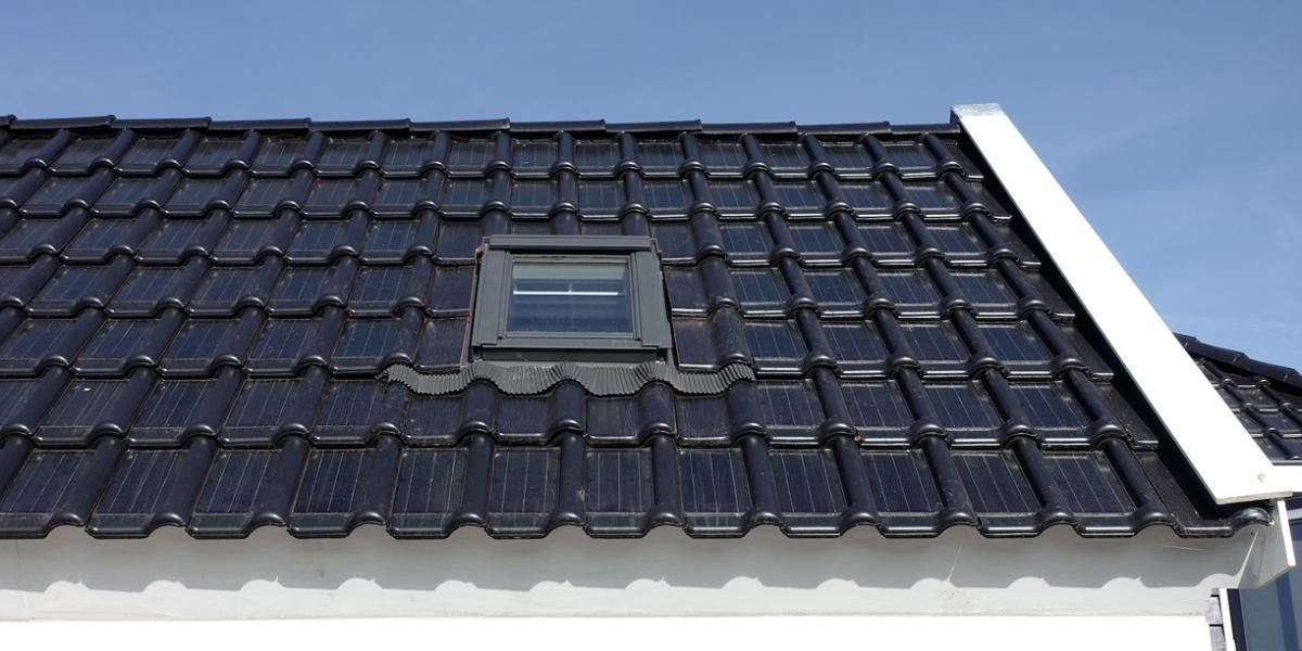 Paneles solares en tejas
