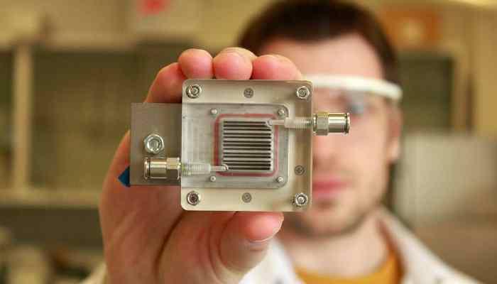 Idean un sistema que purifica el aire y extrae hidrógeno de la polución solo con energía solar