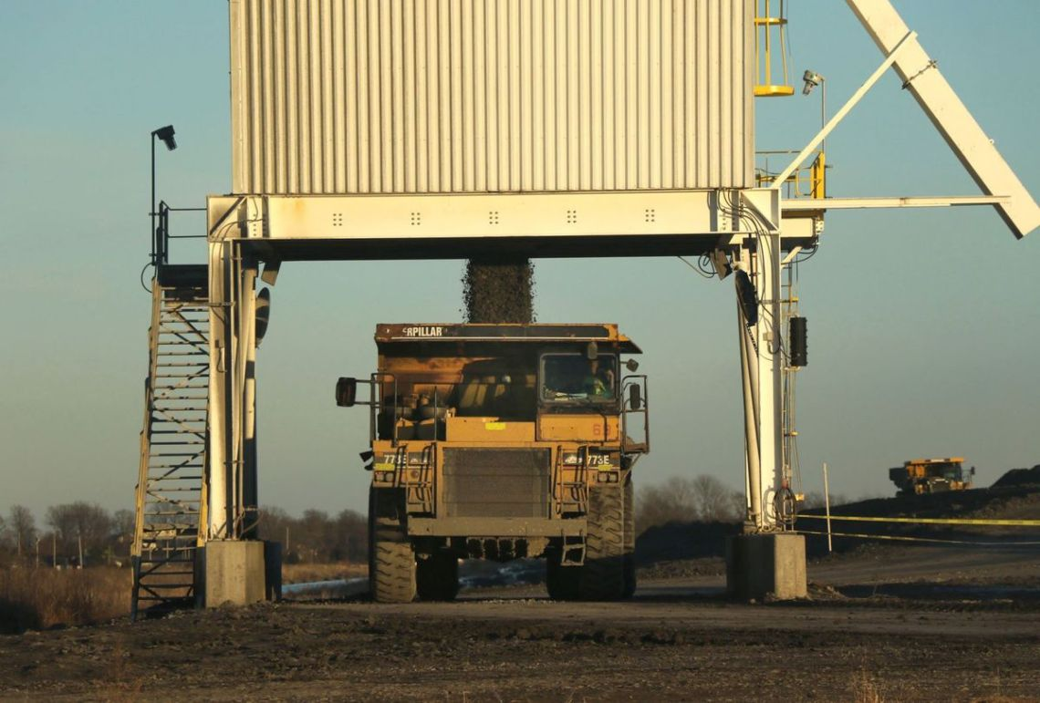 coal-poured-into-dump-truck-at-hamilton-country-coal