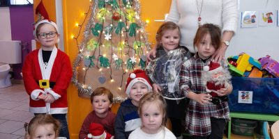 Les petits lutins de la première maternelle vous souhaitent de joyeuses fêtes de fin d'année..