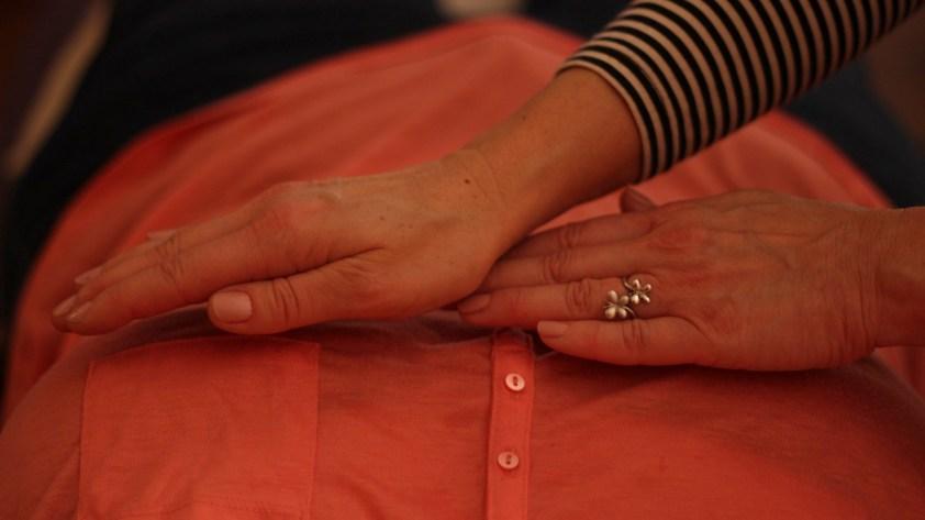 Apposition des mains - Reiki à la région du cœur
