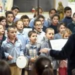 Une chorale attentive lors de la galette des rois 2019 à l'école Notre Dame de l'Espérance