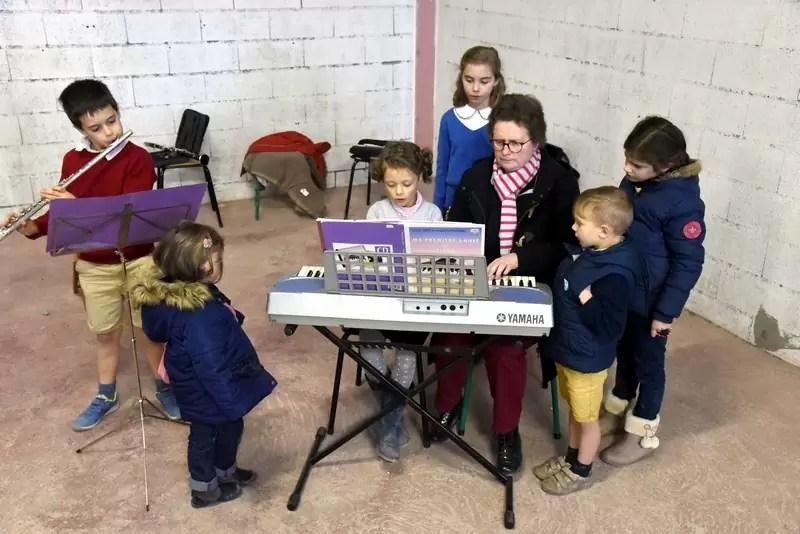 Des musiciens lors du marché de Noël 2018 de l'école Notre Dame de l'Espérance