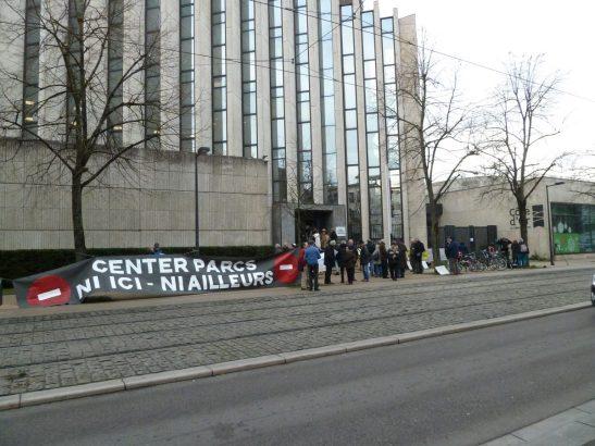 Opposants aux Center Parcs devant le Conseil régional de Dijon le 16/12/2016