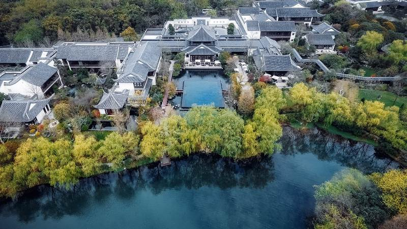West Lake, China, Four Seasons, Hangzhou, Travel Writer, Helen Siwak, EcoLuxLuv, Vancouver, BC, Vancity, BC, YVR, jac by jc, retail insider, west coast correspondent