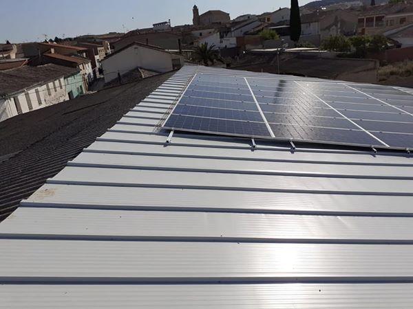 Placas para producir energía solar en nuestro obrador de Leciñena