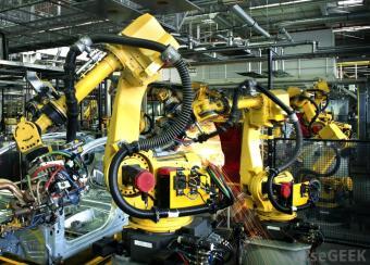factory-robots-making-car