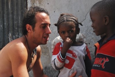 Gabriel Buchmann na África (arquivo pessoal)