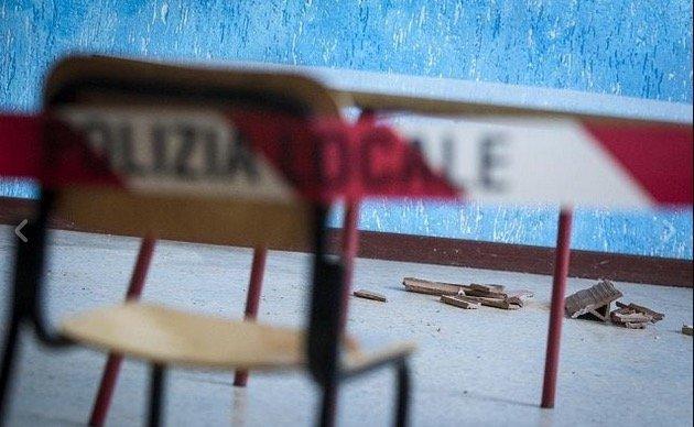 ogni tre giorni un crollo in una scuola italiana