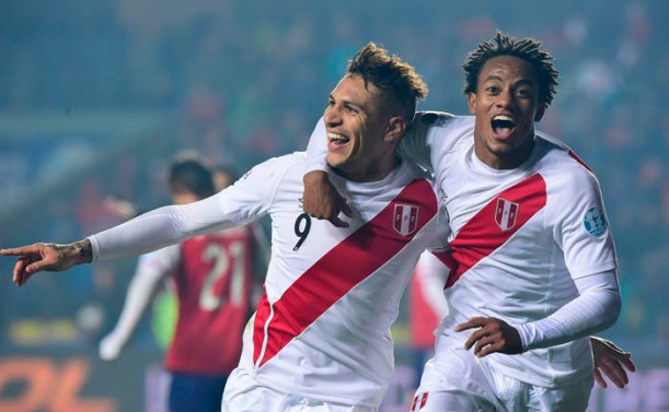 Peru's forward Paolo Guerrero (L) celebrating with teammate Andre Carrillo after scoring against Paraguay on July 03, 2015.