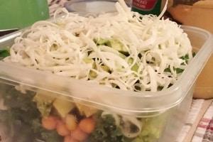 Salade de kale à la mexicaine avec vinaigrette crémeuse à l'avocat