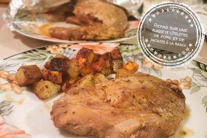 Repas sur une plaque de côtelettes de porc et patates à la ranch