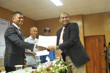 Mr Sheth Receiving Certificate in the forum