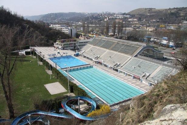 1200px-Swimming_pool_Prague-Podoli_(4).JPG
