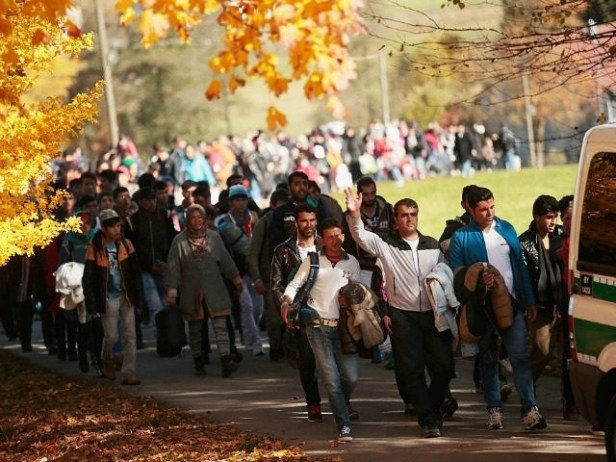 Bavaria-Complains-As-Austrians-Shuttle-Migrants-To-Border-Region-640x480