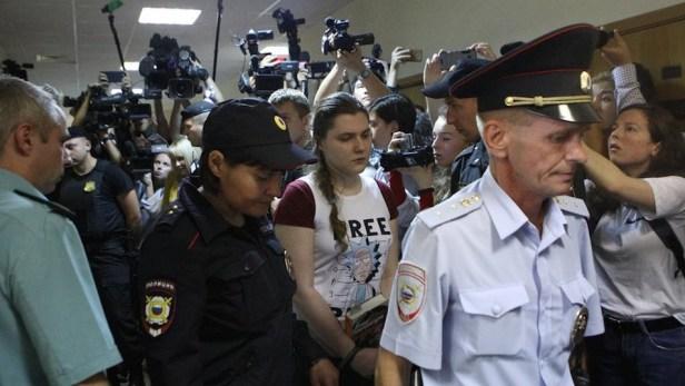 Anna Pavlikova, 18 ans, est en détention provisoire aux côtés de Maria Dubovik, 19 ans, depuis le 15 mars