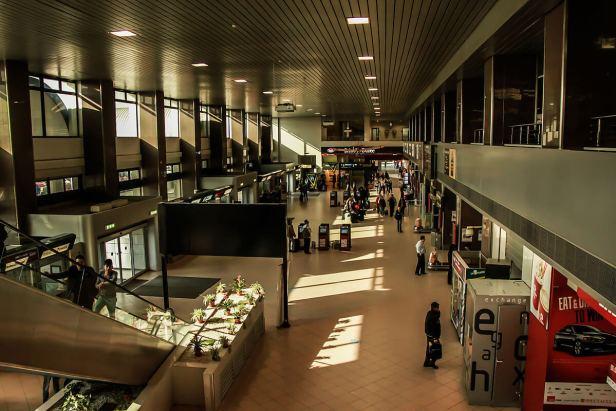 La Bucharest Airports Company est contrôlée par le ministère des Transports et le fonds d'investissement Fondul Proprietatea en détient une participation minoritaire.