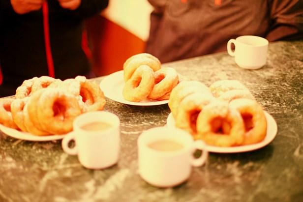 pyshkas, des beignets russes enrobés de sucre