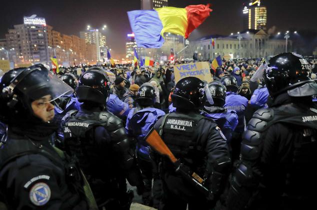 Plusieurs leaders de l'opposition ont été vus parmi les manifestants, dont le leader libéral Ludovic Orban.