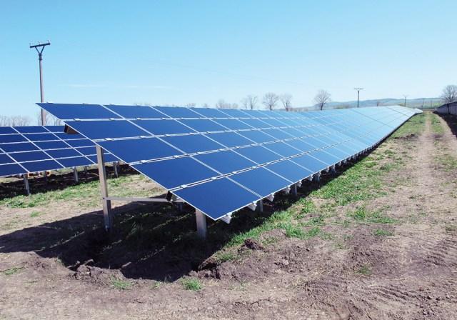 La révision de la loi sur le soutien des sources d'énergie renouvelables (SER) et la production combinée très efficace d'électricité et de chaleur préparée par le ministère de l'économie introduisent une source locale, des compensations pour les entreprises énergivores et une énergie verte système d'enchères.
