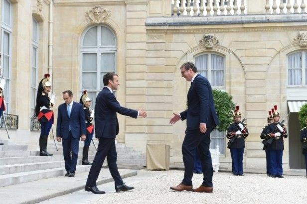 Emmanuel Macron rencontrant Aleksandar Vucic
