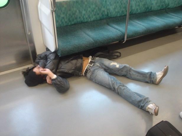 Si les chiffres nationaux sont une indication, Shimizu n'est pas seul. Selon l'organisation japonaise pour un meilleur sommeil, un Japonais sur trois déclare ne pas dormir suffisamment, alors que la National Sleep Foundation des États-Unis a constaté que 12% des Américains ont un sommeil «médiocre».