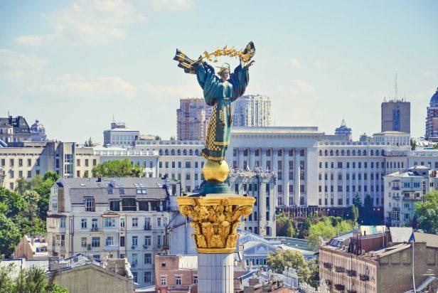 Une fois en Ukraine, les étudiants ont souvent du mal à couvrir leurs frais de scolarité et ne pas payer à temps peut entraîner l'expulsion. Si l'étudiant ne se réinscrit pas dans les sept prochains jours, il réside illégalement en Ukraine.