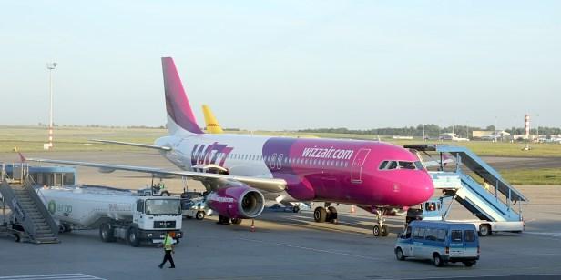 Bien que le fait que les compagnies aériennes vendent plus de billets que de places libres dans un avion, en calculant le nombre de personnes qui annulent leurs vols, le cas est toujours intéressant, car Wizz Air a été condamné à une amende de la part de l'agence gouvernementale de Budapest.