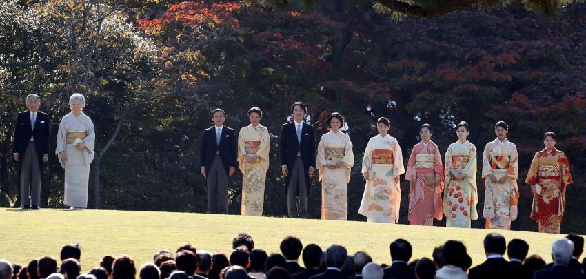Les membres féminins de la famille impériale doivent être exclus du rite de la succession