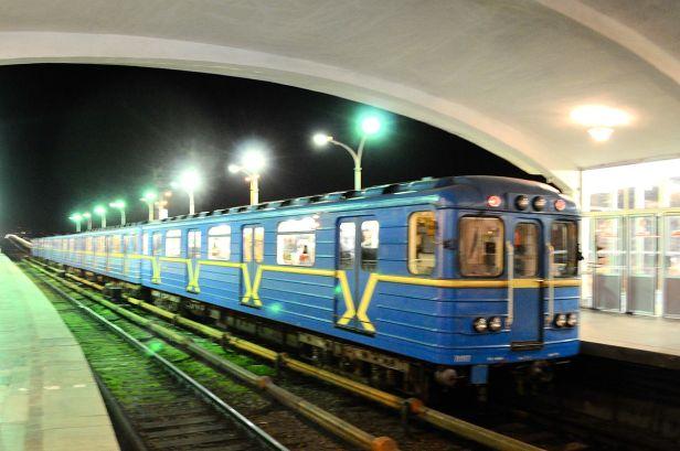 1200px-Kiev_metro_Dnipro