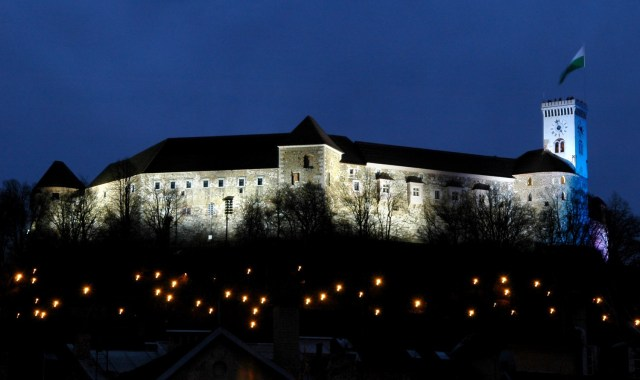 night-view-on-the-castle-d-wedam