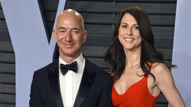 Die-Scheidung-von-Amazon-Chef-Jeff-Bezos-und-seiner-Frau-MacKenzie-Bezos-ging-friedlich-ueber-die-Buehne