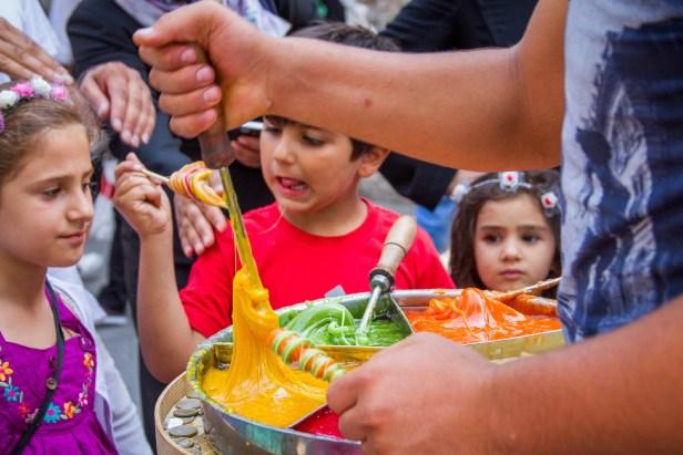 Turkish-children-eating-Turkish-Taffy-in-Istanbul
