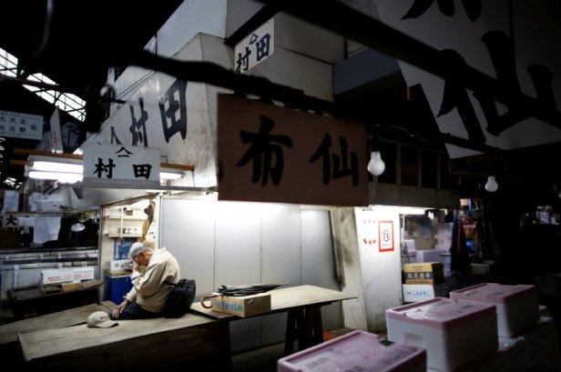 The Wider Image: As historic Tsukiji market closes, fishmongers mourn