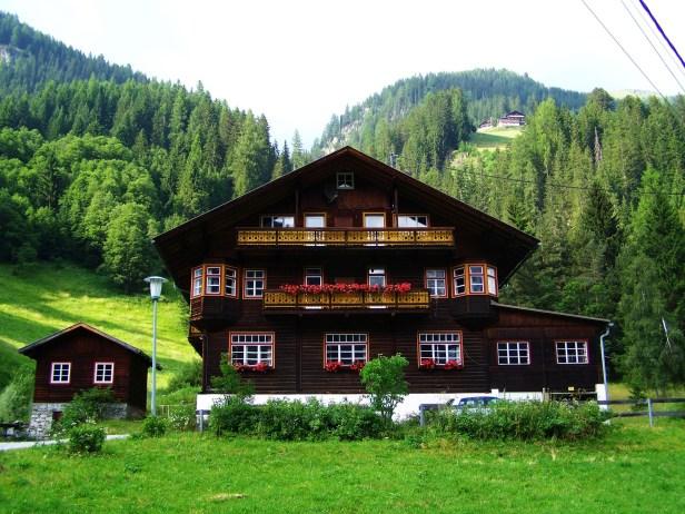alpine-house-841025_1920
