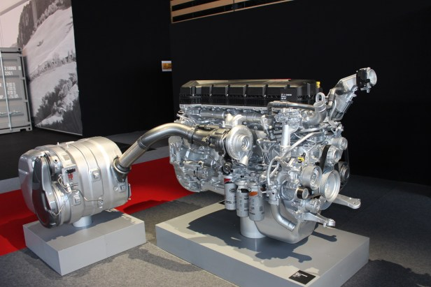 Renault-trucks-DTI-11-Litre-Euro-6-engine