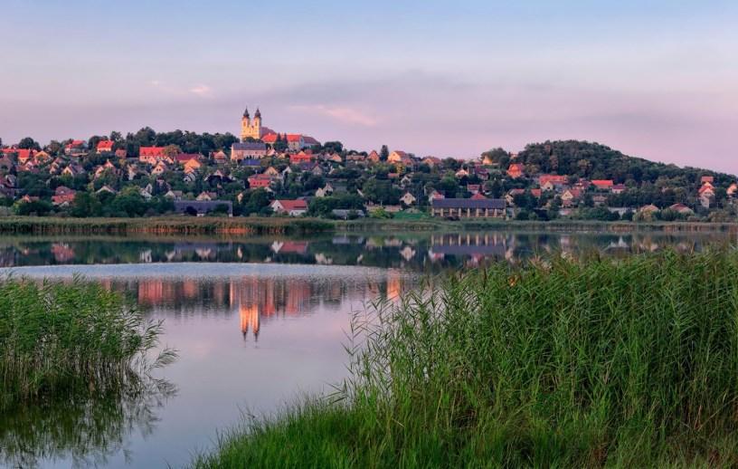 La déclaration publiée par Otthon Centrum, principal réseau d'agences immobilières en Hongrie, indique également que le marché immobilier dans la région du lac Balaton a augmenté de 40% entre la fin du premier semestre de 2019 et aujourd'hui.