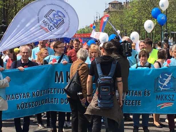 """Péter Ungár, de LMP, a déclaré que les partis gouvernementaux avaient """"fui"""" les pourparlers, bien que """"le secteur social soit en situation de grève""""."""
