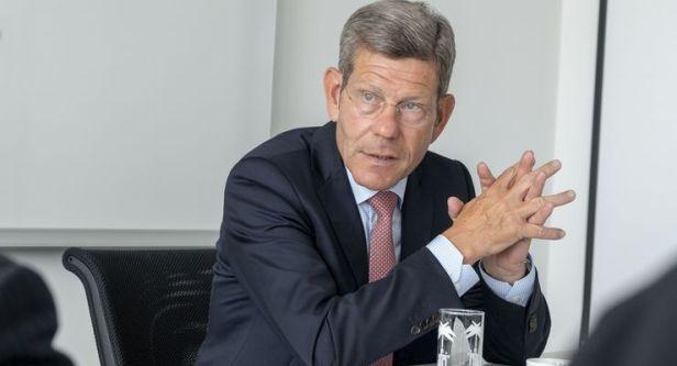 Le lobbyiste automobile Bernhard Mattes pense que la conversion aux entraînements électriques, l'industrie automobile allemande, coûtera des dizaines de milliers d'emplois.