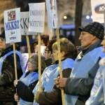 Le syndicat aura des entretiens avec le gouvernement mardi matin à propos de leurs revendications, notamment une augmentation de salaire, a-t-elle déclaré.