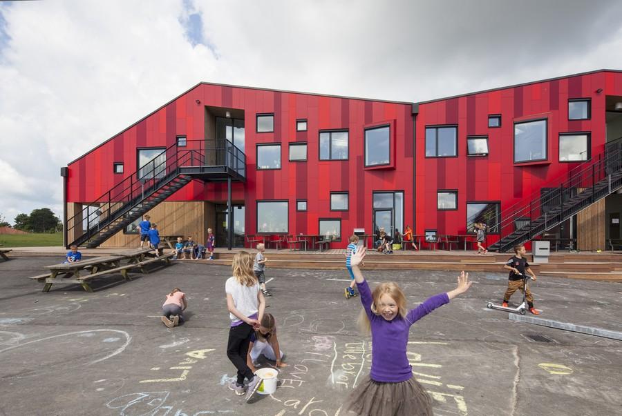 Les enfants font face au chaos de la circulation alors que les écoles redémarrent à travers le Danemark