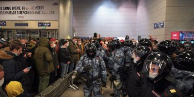 L'opposant Alexei Navalny atterrit à Moscou