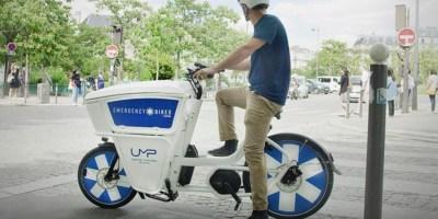 Paris : des médecins urgentistes se déplacent à vélo dans la capitale