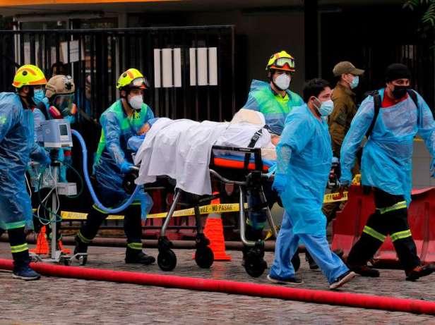 Évacuation de 350 patients par les pompiers de l'hôpital chilien, dont certains avec Covid