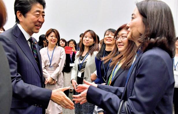 Au Japon, le parti au pouvoir veut bien intégrer plus de femmes, à condition qu'elles ne parlent pas
