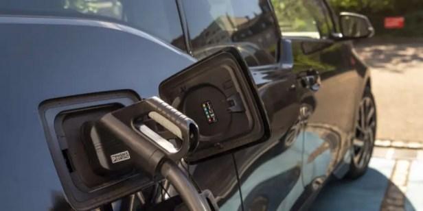Voiture électrique Big Tesla plus verte que les mini-voitures à essence