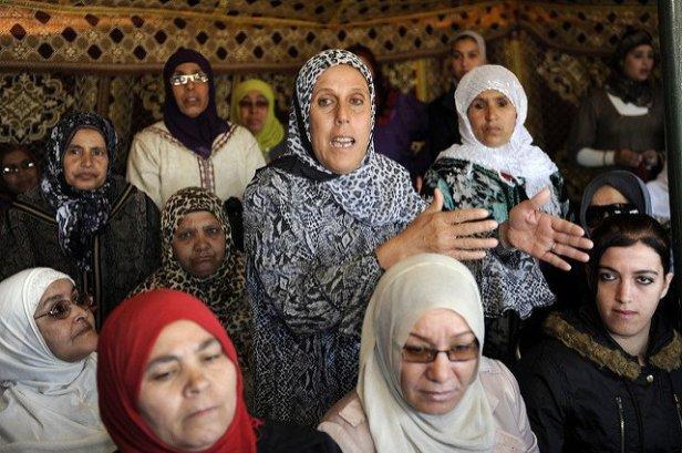Au Maroc, d'inquiétantes affiches somment les filles de s'habiller autrement
