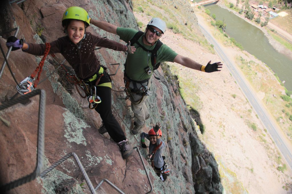 Peru-Skylodge Suites-climb